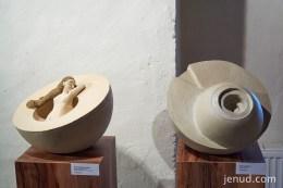 SCHLAFENDE NYMPHE u KRAFTQUELLE - Steinzeug, 2014 - Lena Kremser