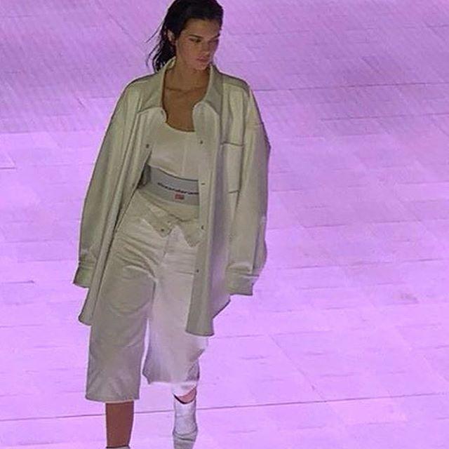 Kendall Jenner Weight, Height , body Measurements, Waist, Hip