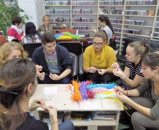 """Proiectul """"Arta ECO"""" desfăşurat la Biblioteca Judeţeană """"Octavian Goga"""" Cluj la 8 noiembrie 2016. Organizator: bibliotecar Delia Chira"""