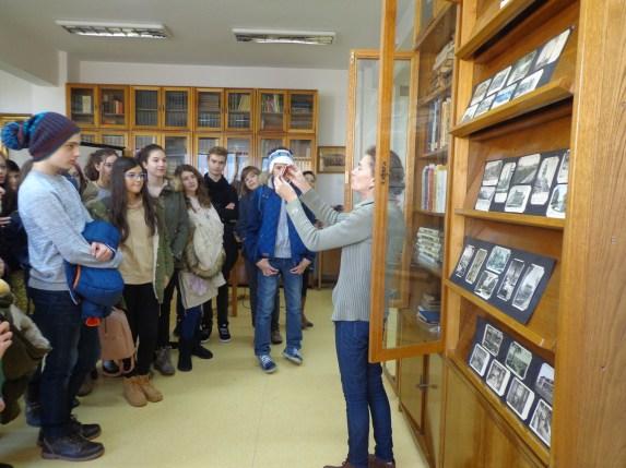 """În vizită la Colecţiile Speciale ale Bibliotecii Judeţene """"Octavian Goga"""" Cluj la 15 noiembrie 2016. Ghid: bibliotecar Liana Vescan"""