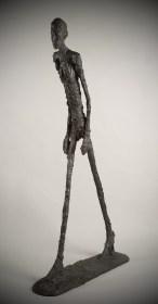alberto-giacometti-hombre-camina-marcha-1961