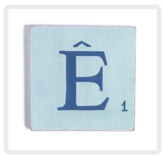 bleu-clair-lettre-bleu-marine