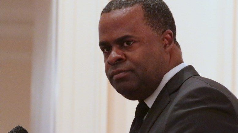 Kasim Reed speaks at the Atlanta Press Club on Friday, Jan. 30, 2015.