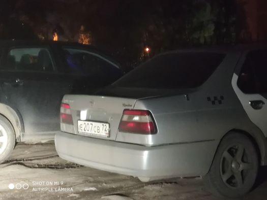 Nissan Bluebird 2000, серый, Е208СВ72