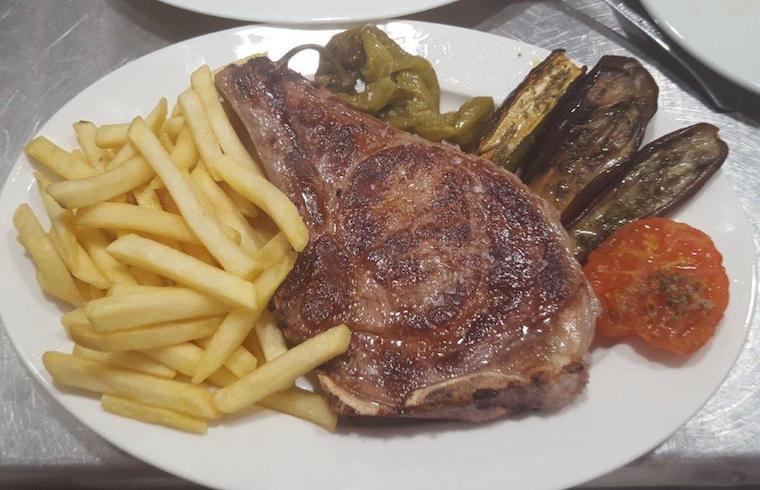 Bistec a la plancha Cafetería Susy Exquisita Menorca