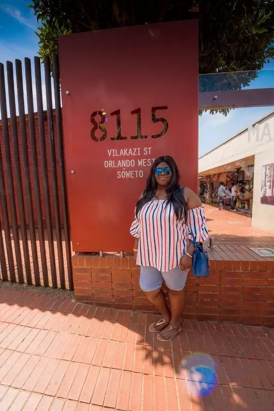 temi-of-cool-fm-in-front-of-the-mandela-house-on-vilakazi-street-in-the-heart-of-soweto-only-30-minutes-away-from-sandton-johanneburg-534x800