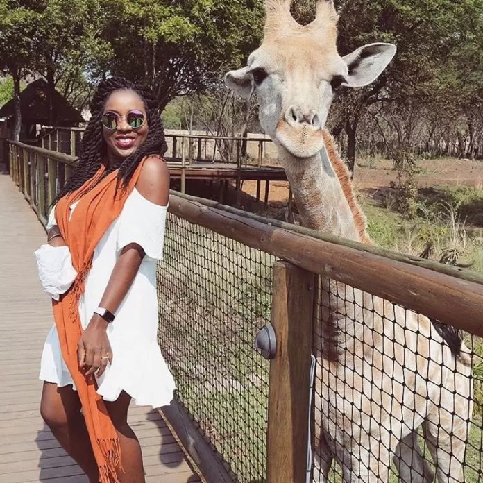 yemisi-aiyedun-of-sisi-yemmie-poses-with-a-giraffe-at-the-lion-park-a-30-minutes-drive-from-sandton-johannesburg-750x750-2