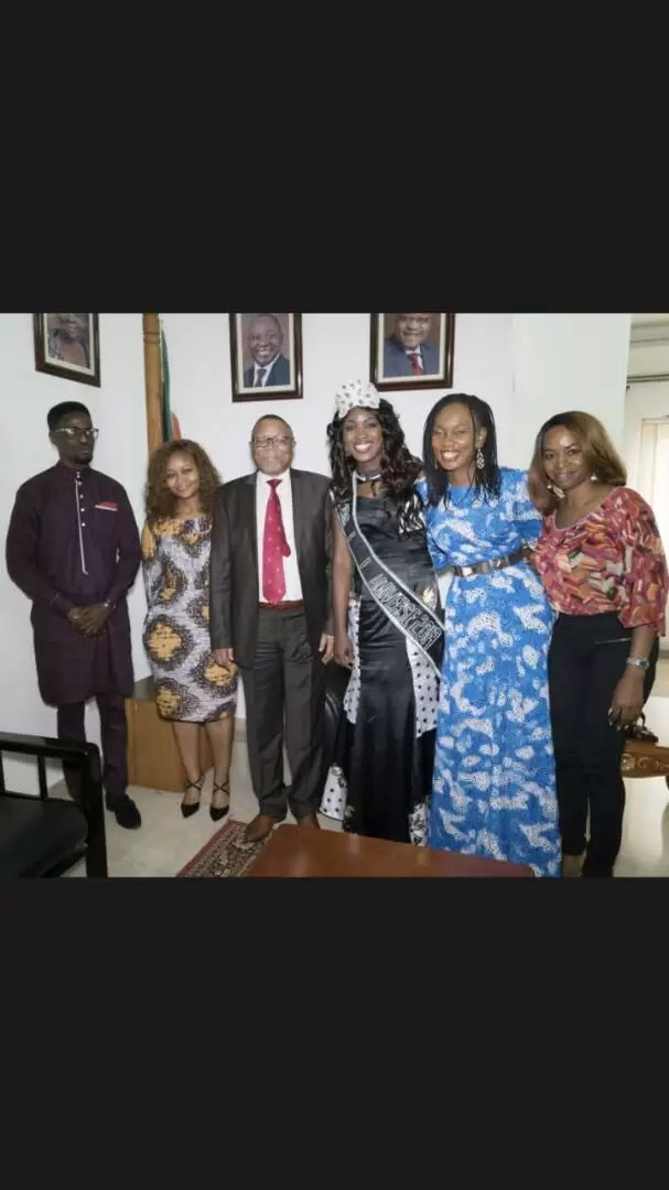 EMNews - SOUTH AFRICA AMBASSADOR PLAYS HOST TO MRS NIGERIA UNIVERSE QUEEN. 13