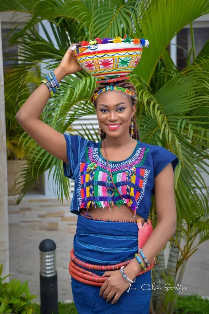 EMNews - Beauty Queen Esther Zamani stuns in new traditional photos 5