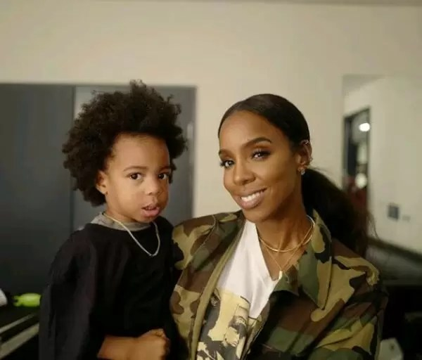 Family is everything! Checkout photos of Kelly Rowland spending quality time with her family 6