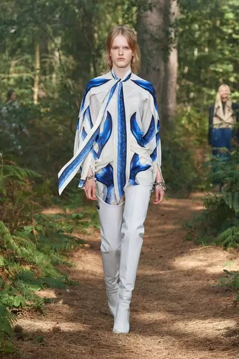 Check Out The Burberry Spring 2021 Ready-To-Wear Collection 6