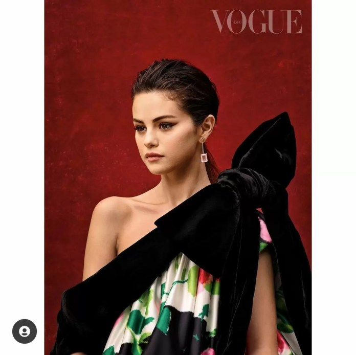 Selena Gomez Is Giving Us Major Christmas Vibes In Vogue Mexico's December-January Cover 6