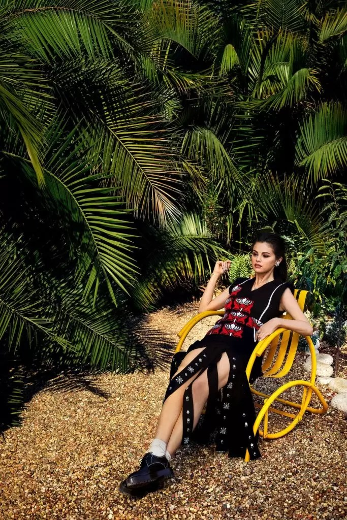 Selena Gomez Is Giving Us Major Christmas Vibes In Vogue Mexico's December-January Cover 7