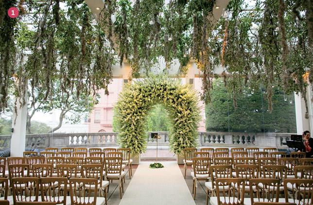 Finishing Touches: Wedding Altar Decor