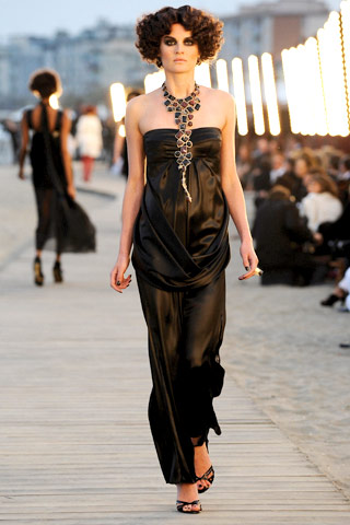 Chanel Resort 2010 strapless dress and long stone necklace on Exshoesme.com