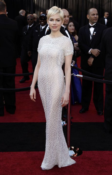 Michelle Williams in Chanel Haute Couture Oscars 2011 Red Carpet on exshoesme.com