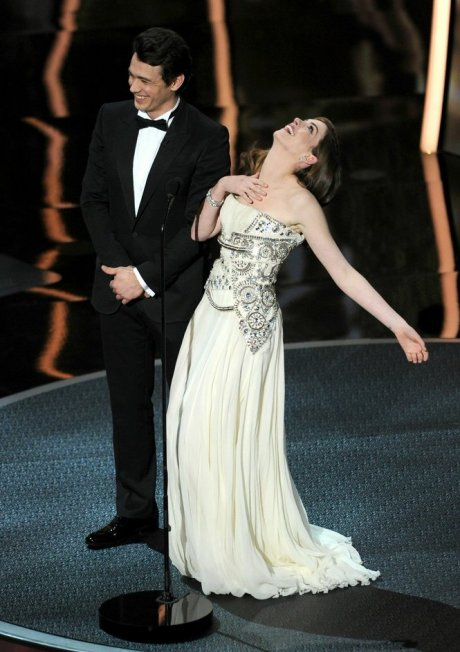 Anne Hathaway in Givenchy Haute Couture 2011 on exshoesme.com