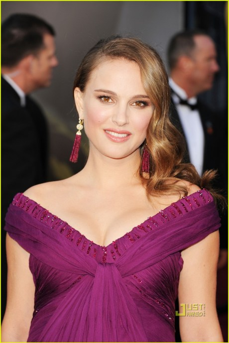 Natalie Portman in Tiffany Earrings at the Oscars 2011 on exshoesme.com