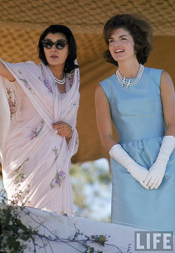 Gayatri Devi and Jackie Kennedy in India March 1962 on exshoesme.com