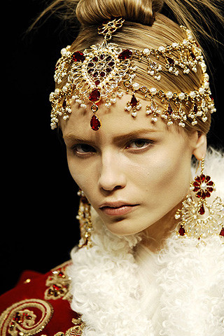Alexander McQueen FW08 head piece on exshoesme.com