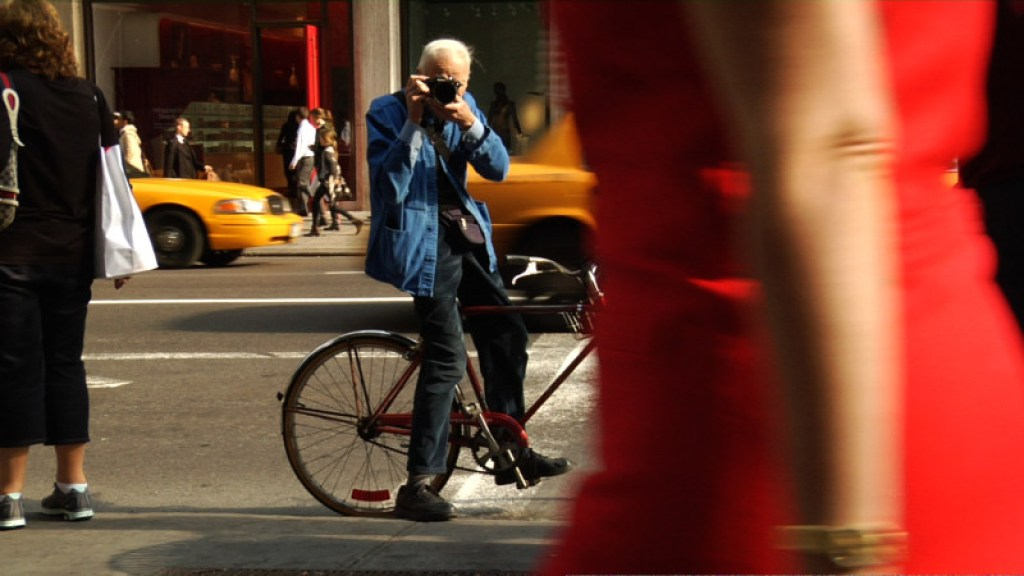 Bill Cunningham shooting on the street in BCNY on exshoesme.com