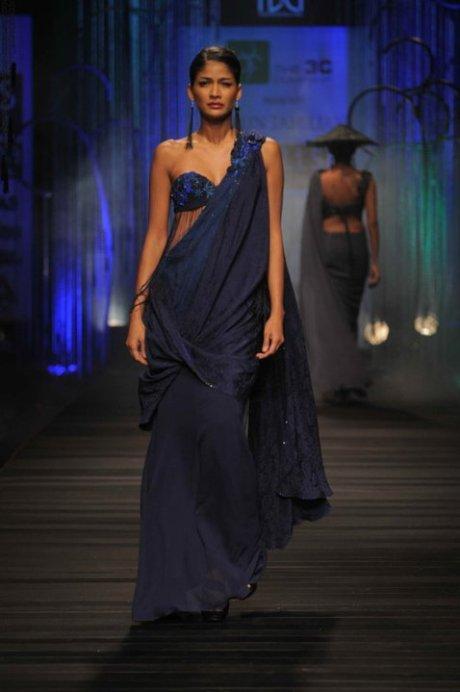 Classic Tahiliani Sari FW11 on exshoesme.com