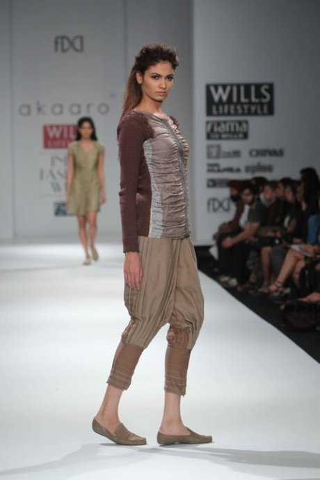 Cropped Salwaar at Akaaro by Gaurav Jai Gupta FW11 on exshoesme.com