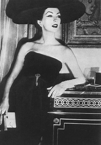 Dovima in Dior 1956 on exshoesme.com