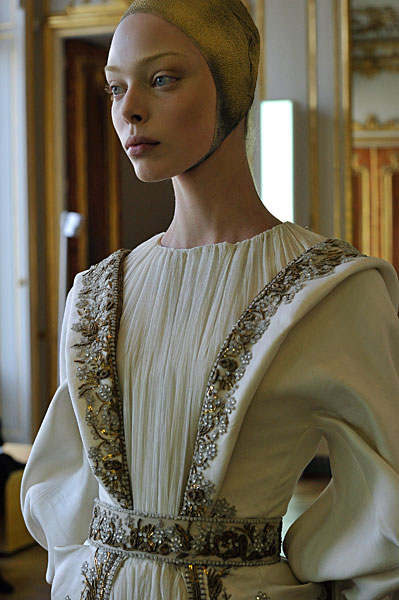 Alexander McQueen FW10 Beaded White Dress Detail on exshoesme.com