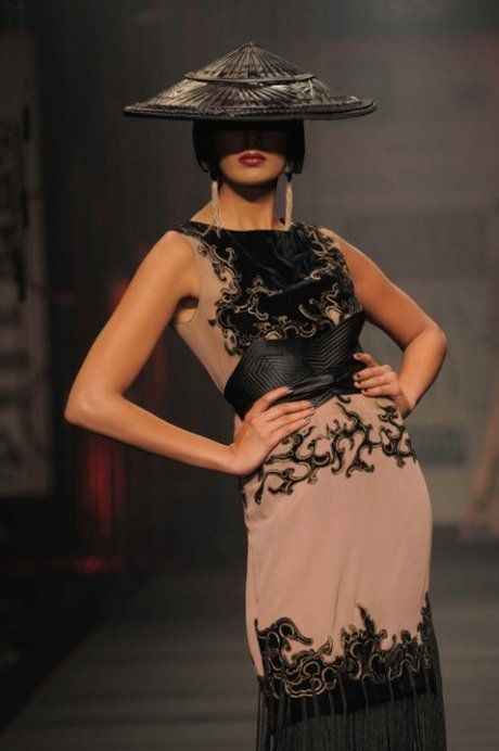 Tarun Tahiliani FW11 Dress and Hat on exshoesme.com
