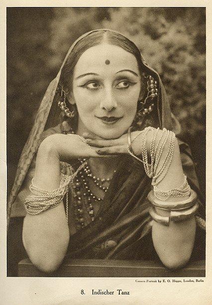 Anna Pavlova, Indischer Tanz, 1920s, by E.O. Hoppe on exshoesme.com.