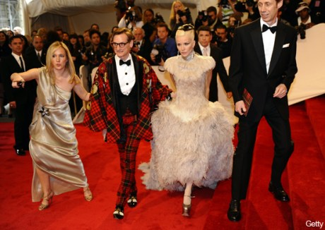 Hamish Bowles and Daphne Guinness in Alexander McQueen FW11 at the Met Ball 2011 on exshoesme.com
