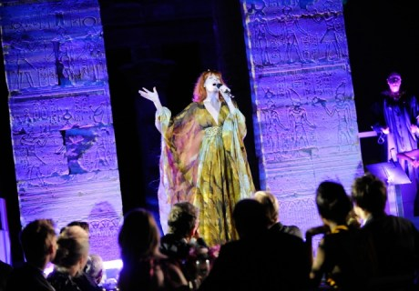 Florence Welch performs in Alexander McQueen at the Met Ball 2011 on exshoesme.com