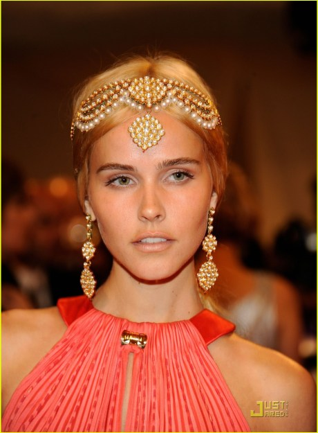 Isabel Lucas at the Met Ball 2011 on exshoesme.com