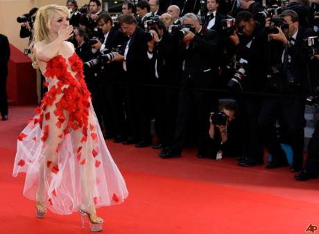 Julie Atlas Muz at the 2010 Cannes Film Festival on exshoesme.com.