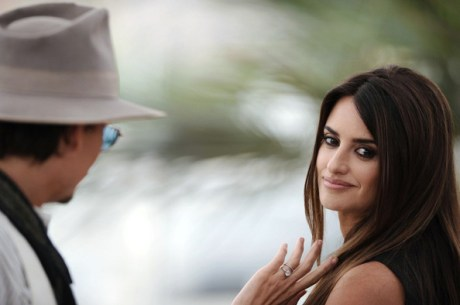 Penelope Cruz and Johnn Depp at the 2011 Cannes Film Festival on exshoesme.com.
