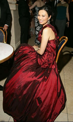 Wendy Murdoch in Alexander McQueen PF08 gown at the Met Ball 2011 on exshoesme.com