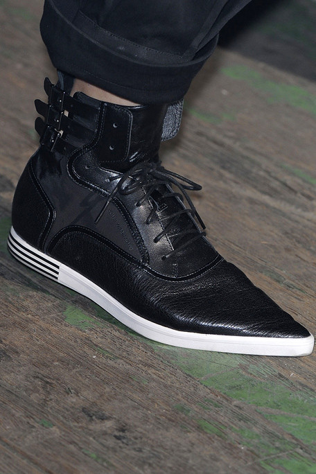 Y-3 SS11 Black Pointy Toed Sneakers on exshoesme.com