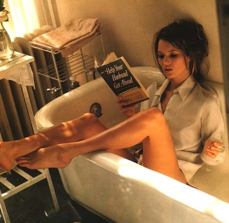 Kate Moss Reading in Italian Vogue 1995. Photo by Sante D'Orazio on exshoeme.com.