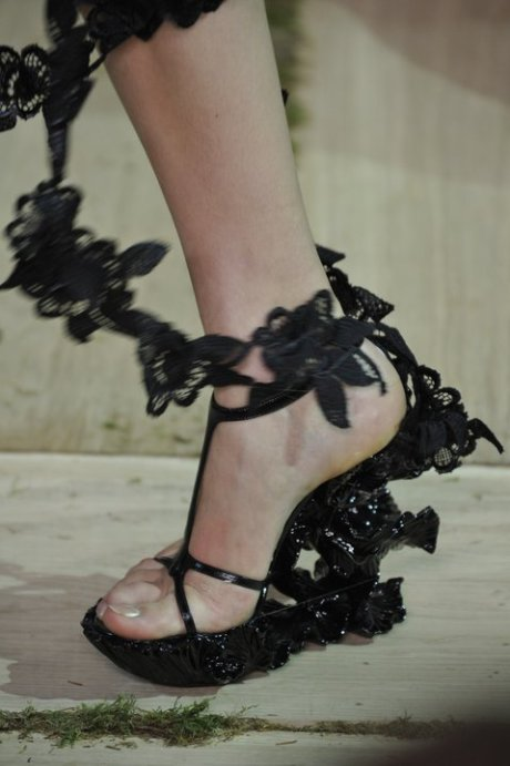 Alexander Mcqueen SS11 Viny Black Sandals on exshoesme.com