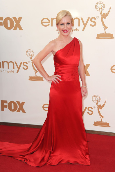 5 Angela Kinsey at the 2011 Emmy Awards on Exshoesme.com