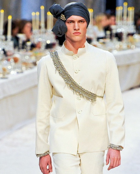 Chanel Métiers d'Art PF12 Paris-Bombay Collection Mens White Nehru Jacket, Turban and Silver Sash on Exshoesme.com
