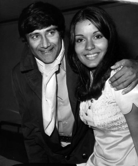 Dev Anand with Zeenat Aman in 1970s on Exshoesme.com
