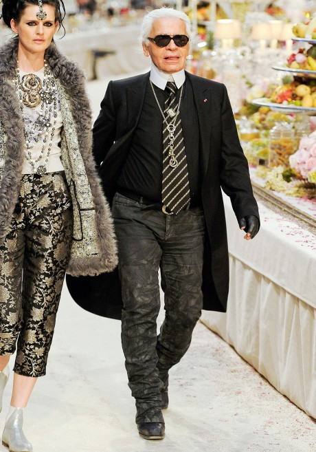 Karl Lagerfeld with Stella Tennant on the Chanel Métiers d'Art PF12 Paris-Bombay Collection Runway on Exshoesme.com