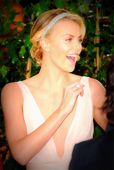 12 Charlize Theron's updo and headband at the 2012 Golden Globe Awards on Exshoesme.com