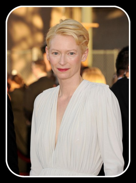 Tilda Swinton Closeup at the 2012 SAG Awards on Exshoesme.com