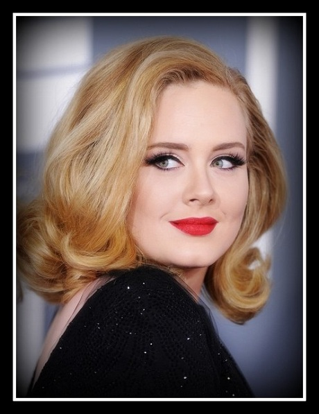 Adele glams it up on the 2012 Grammy Awards red carpet in red lips on Exshoesme.com