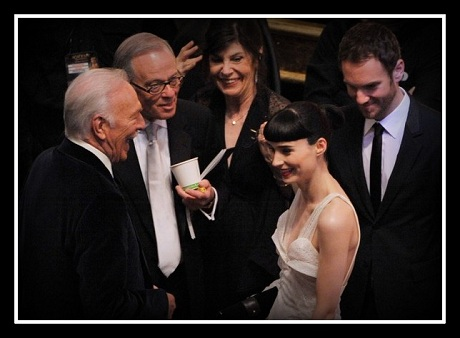 Rooney Mara charming her admirers at the 2012 Oscars on Exshoesme.com