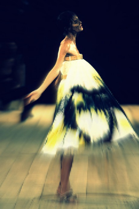 Shalom in the painted dress in the Alexander McQueen SS99 show on Exshoesme.com