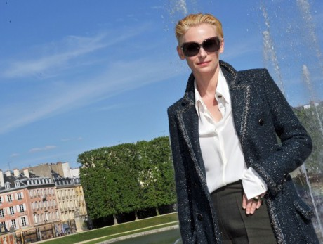 Tilda Swinton at the Chanel 2012-13 Cruise Collection at Chateau de Versailles May 14 2012 on Exshoesme.com.